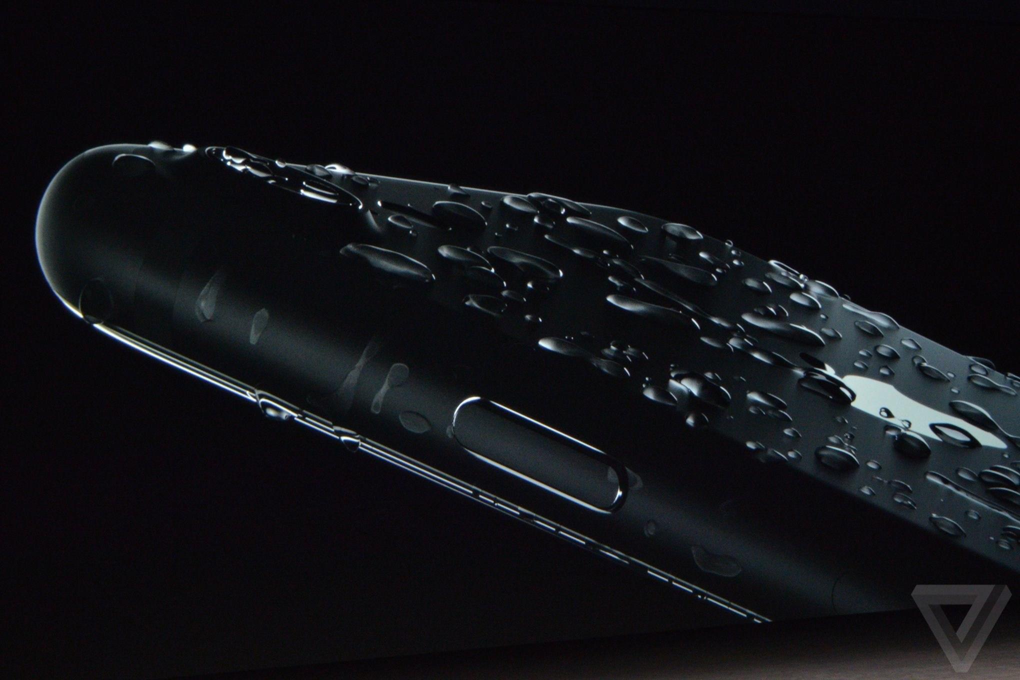 iPhone 7 Cihazınıza Su Kaçarsa Ne Yaparsınız ? 1