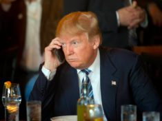 Donald Trump Android'e Veda Etti 24